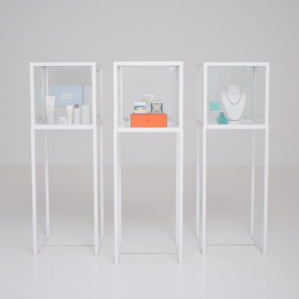 showcase vitrine white furniture rentals for special. Black Bedroom Furniture Sets. Home Design Ideas