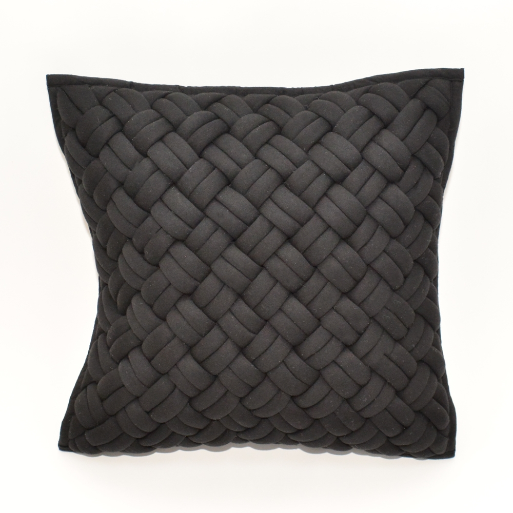 interlock pillow black