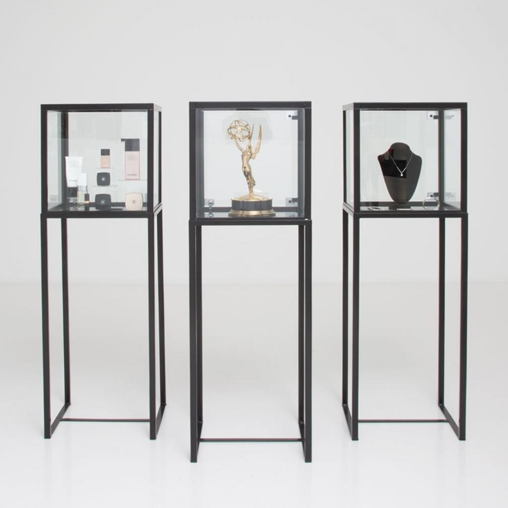 showcase vitrine black furniture rentals for special. Black Bedroom Furniture Sets. Home Design Ideas